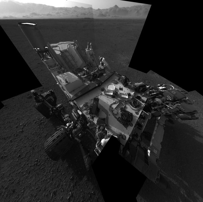 Selfie laget av den fjernstyrte romsonden Curiosity på Mars i 2012.