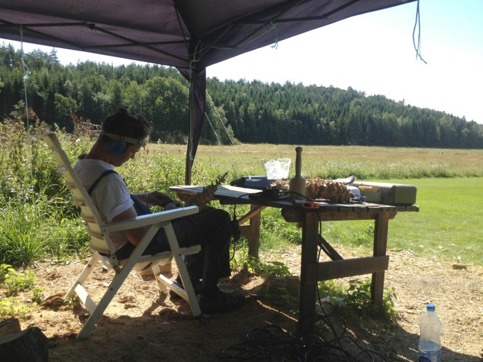 Mattias Härenstam har tilbrakt sommeren i landlige strøk i Sverige, hvor han har jobbet med treskulpturer til en kommende utstilling i Stockholm.