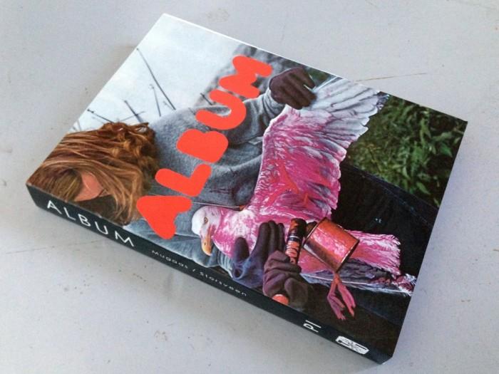 Boken ALBUM samler de ti første utgavene av fanzinen mellom to permer.