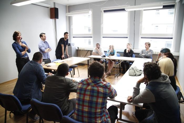 Skolehverdagen på Oslo Fotokunstskole gir deg en kombinasjon av praktisk og teoretisk undervisning.