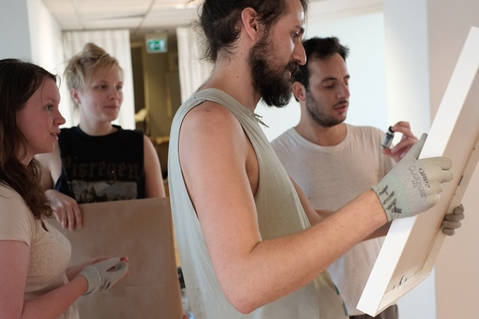 Montering av studentutstilling på Oslo Fotokunstskole.