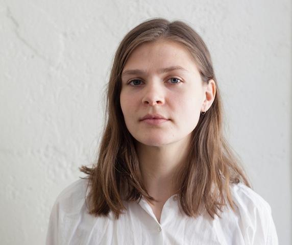 – I mitt arbeid utforsker jeg bildet i seg selv. Hva er egentlig et fotografi? Mørkerommet er et suverent sted for å gå dypere inn i mediet og lete etter en slags sannhet, mener Kamilla Langeland.