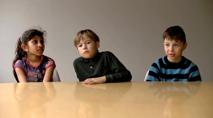 – Noe jeg opplevde at manglet i debatten var barnas stemme. Det var derfor viktig for meg å formidle deres opplevelser; for det er tross alt barna det handler om, sier Ragnhild. Stillbilde fra dokumentarten «Hvem vinner? En dokumentar om Osloskolen».
