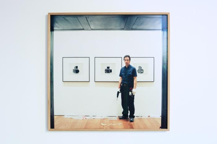 På Preus museum tok jeg et av de første bildene til Contributor i 2005, under montering av en utstilling med verk av amerikanske fotografen Christopher Williams, sier Stefan Schröder.
