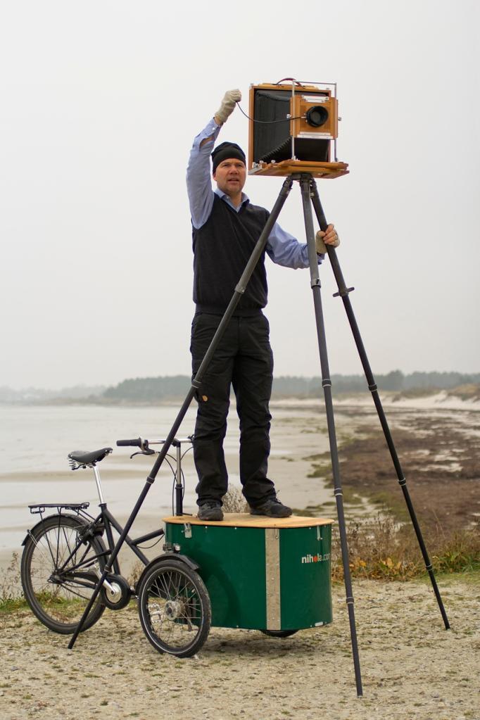 "Vegar Moen med sitt 11x14"" kamera. Foto: Marie Moen"