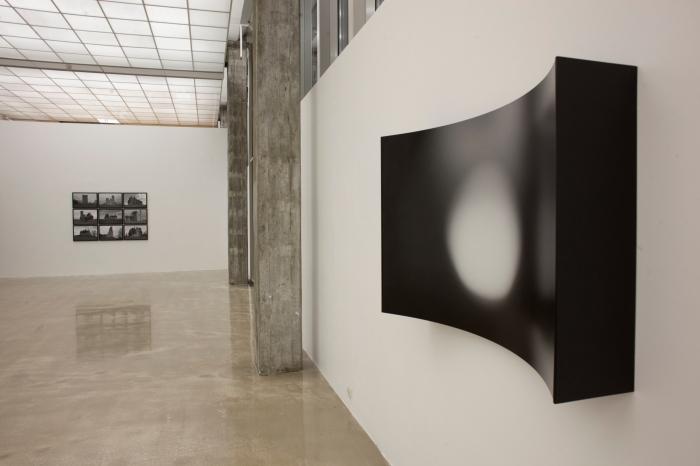 "Behzad Farazollahis ""Cut Circles"" på Kristiansand Kunsthall."