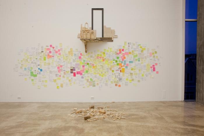 """Raisa Porsangers installasjon """"Instruksjoner"""" på Kristiansand Kunsthall."""