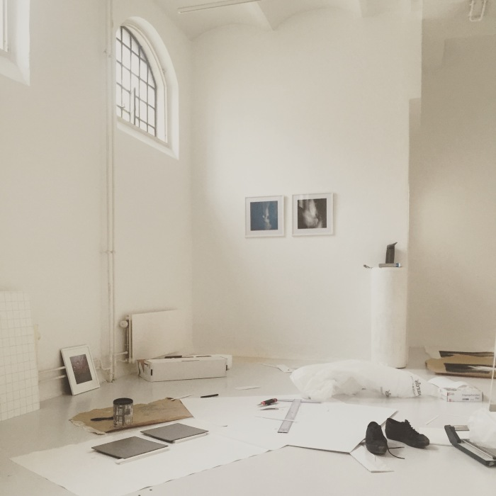 Under monteringen av årets Avgangsutstilling på Galleri Interkulturelt Museum.