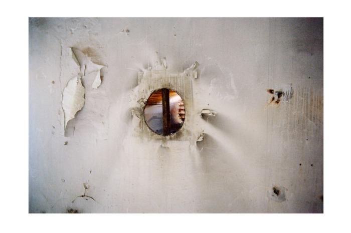 Ordstyrer, kunstner, gallerist og skribent Kristian Skylstad, her fra prosjektet Sighs.