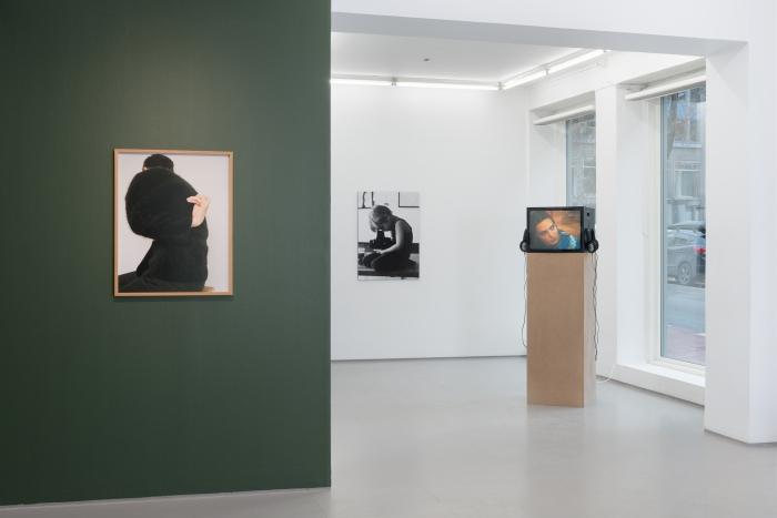 Installasjonsfoto fra utstillingen Why Do Things Get in a Muddle på Fotogalleriet, med Gary Hills videoverk av samme tittel. Foto: Istvan Virag