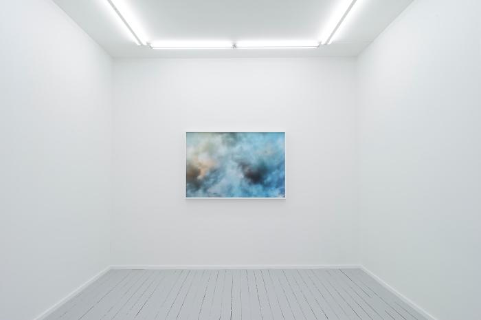 "Morten Andenæs - The Gift, 2016. Installasjonsfoto fra utstillingen ""on closing in"" på Galleri Riis, Oslo."